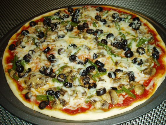 Meatless Mediterranean: Veggie Pizza with Bell Peppers ...