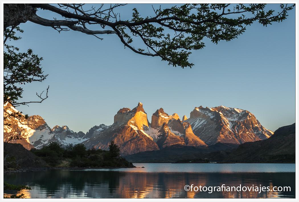 Lago Pehoe y Cuernos del Paine