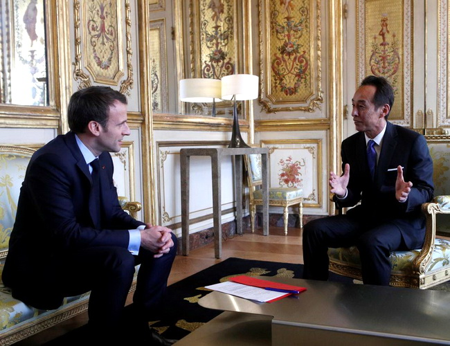 Tinuku Samsung and Fujitsu support Macron as the world's third AI center