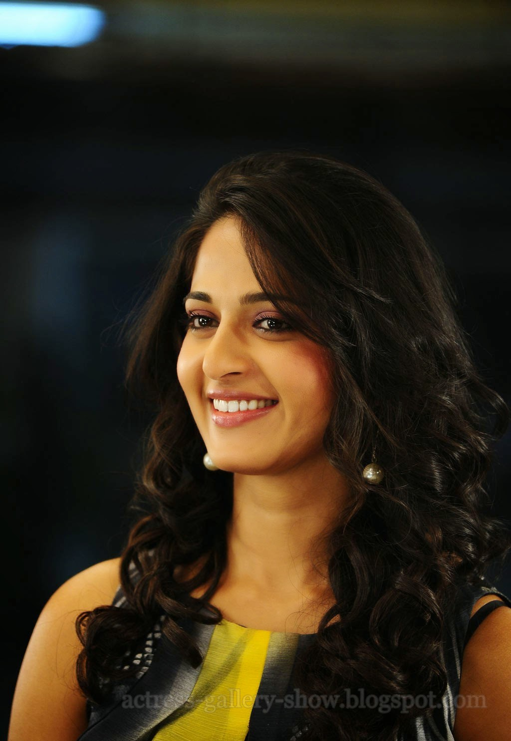 Actress Gallery: Anushka Shetty Latest Collections