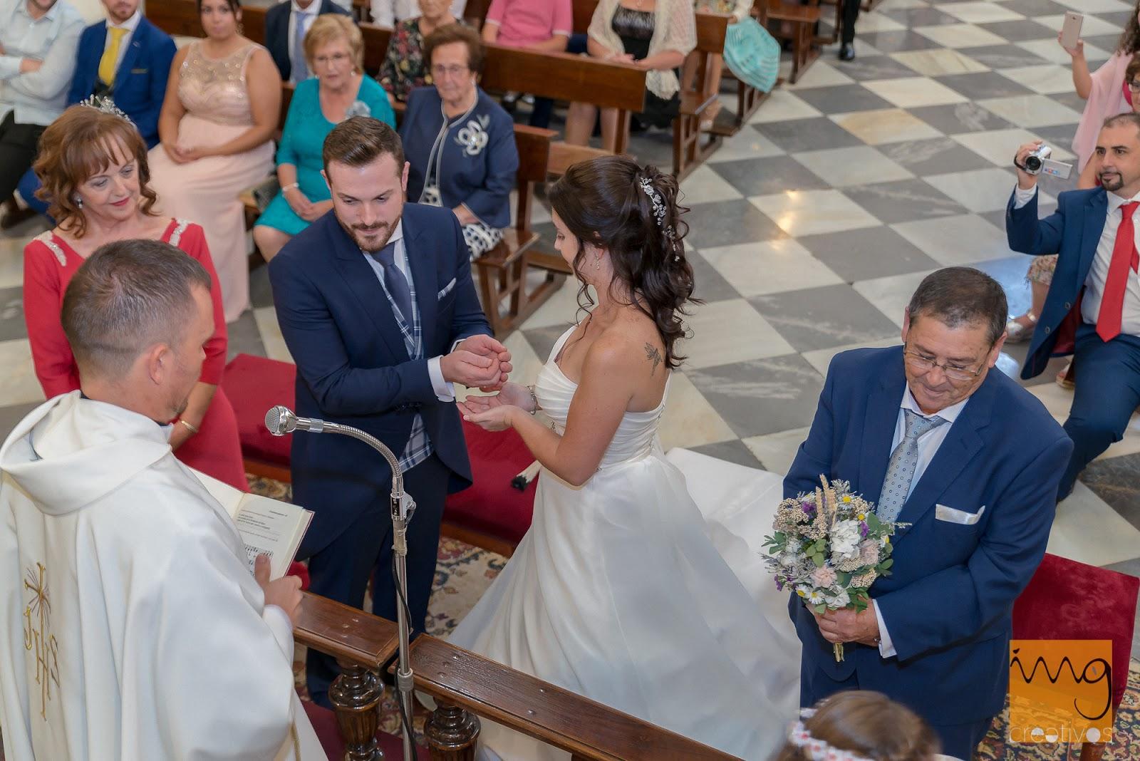 Reportaje de boda en la parroquia del Salvador.