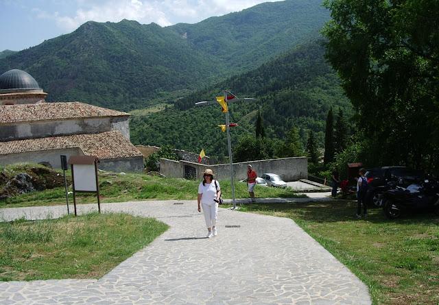 Morano Calabro, strada che porta al castello