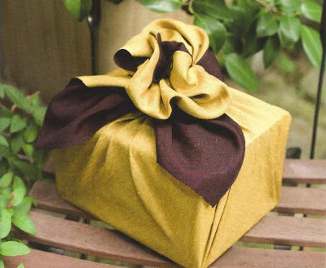 une id e d 39 tiquette originale pour vos cadeaux bettinael passion couture made in france. Black Bedroom Furniture Sets. Home Design Ideas