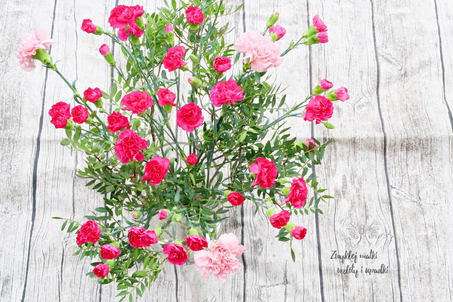 Jak łatwo ułożyć kwiaty w wazonie