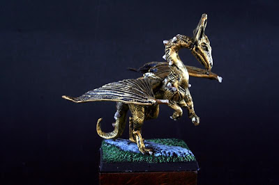 DRG4 Golden Dragon pintado visto de lado