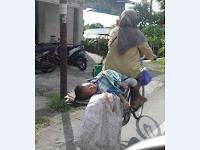 Ketika Sebuah Foto Anak Kecil yang Sedang Tidur Mampu Membuat Netizen Terharu, Ternyata Seperti ini Kejadiannya
