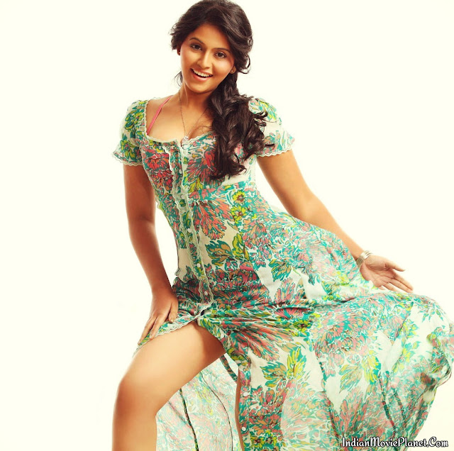 Actress anjali latest hot photo shoot stills thigh cleavage