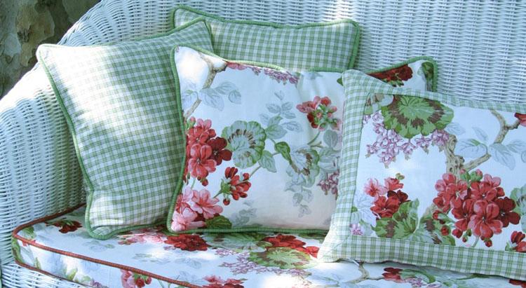 Il giardino sfumato tessuti in fiore antica passione for Tessuti divani