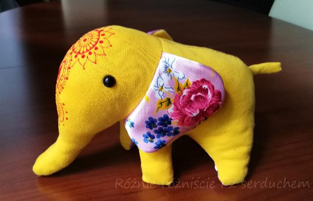 Słoń z profilu