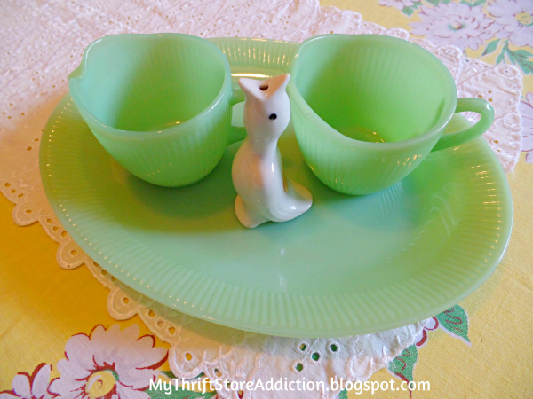 Friday's Find Vintage Favorites Jadeite and pie bird