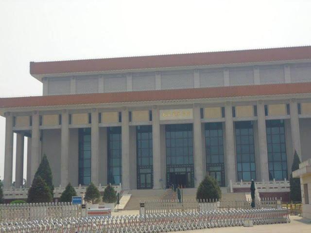 Mausoleo de Mao Zedong (Plaza Tian'anmen) (Beijing) (@mibaulviajero)