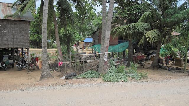 Carretera de Siem Reap al embarcadero del Tonlé Sap que conduce a Chong Kneas