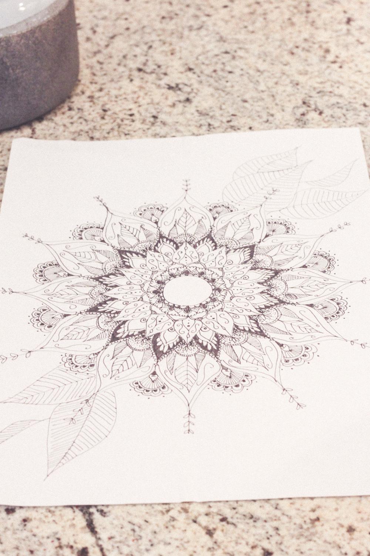 The easy way to draw a mandala | www.hannahemilylane.com