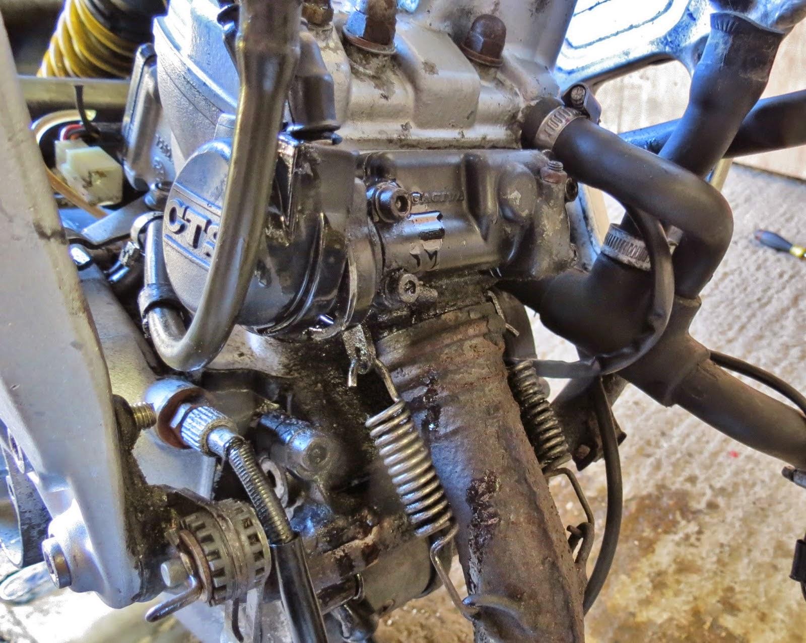 Cagiva Mito 125 Owners Blog   Cagiva Mito 125 Exhaust Removal