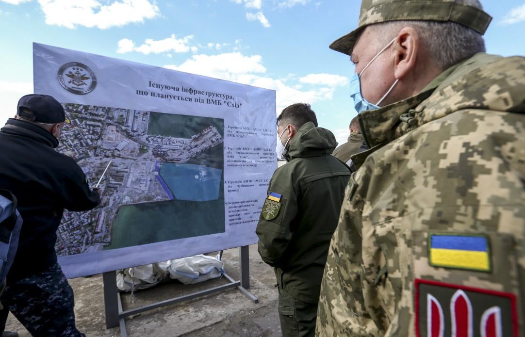 Президенту презентували майбутню базу ВМС у Бердянську