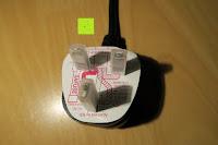 Stecker Verpackung: Andrew James 3,5L Sizzle to Simmer 2 in 1 Digitaler Schongarer mit Entnehmbarer Aluminiumbratpfanne – Zum Braten, scharf Anbraten, Sautieren und Dämpfen – 2 Jahre Garantie