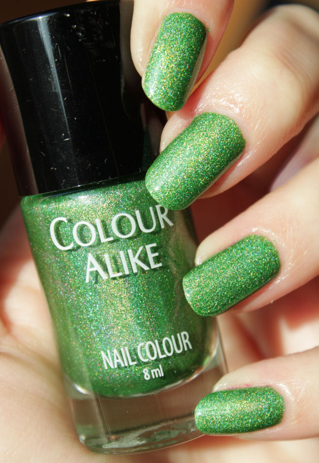 http://lacquediction.blogspot.de/2015/01/colour-alike-bright-holo-collection.html