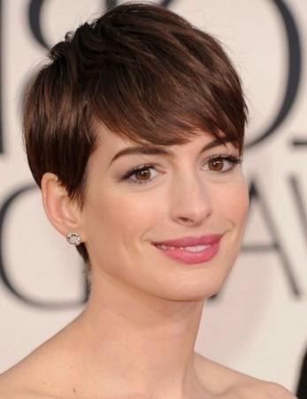 model rambut pendek wanita 2019 untuk wajah bulat pipik tembem