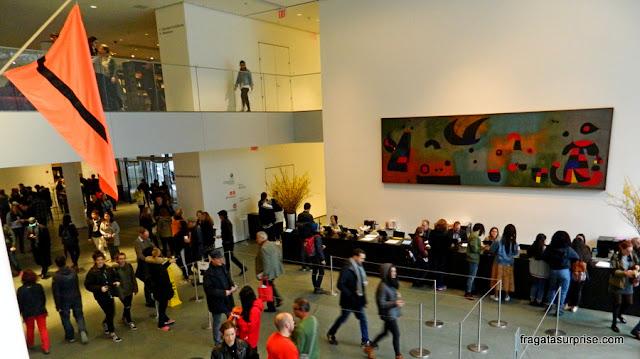 Painel de Miró no hall de entrada do MoMA de Nova York