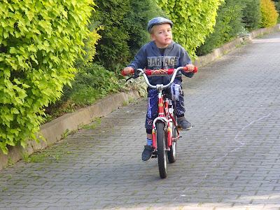 Jazda na rowerze, jak nauczyć dziecko jazdy na rowerze, zabawy na świeżym powietrzu