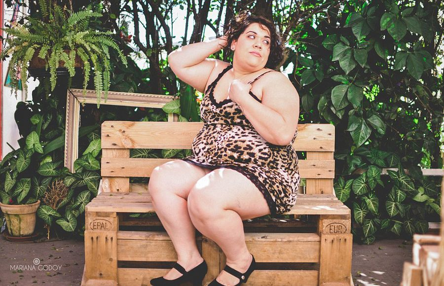 Photographer For The PLUS Size Models Swimsuit Photo Shoot Enhance Self-Confidence