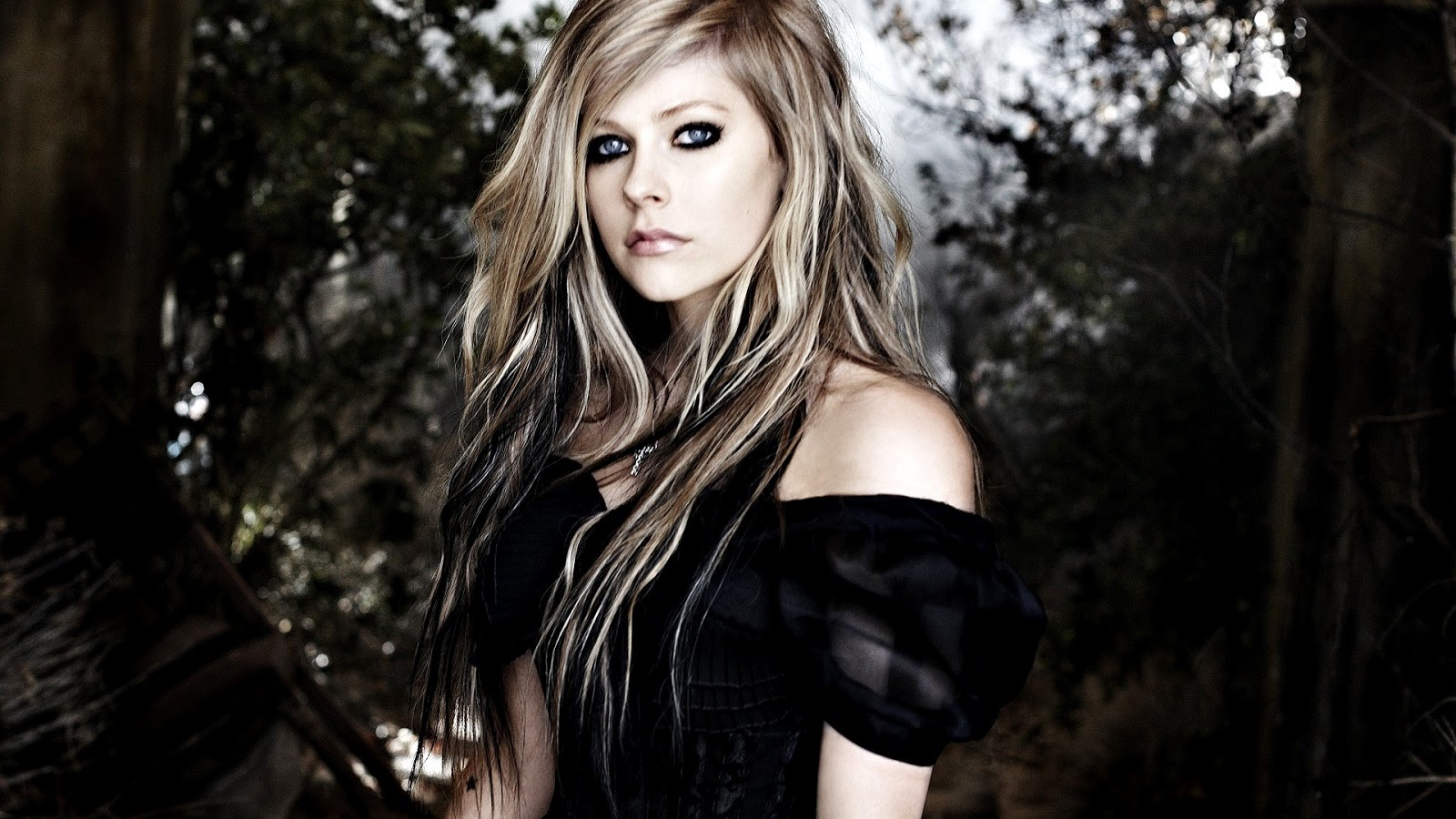Avril Lavigne Hot Hd Wallpaper  Wall Pc-9189