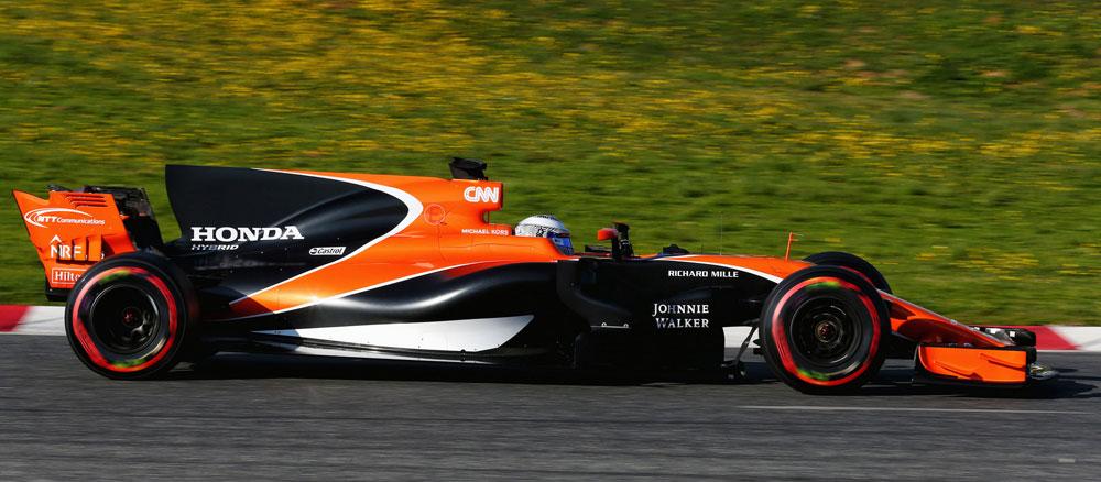 McLaren naranja de Fernando Alonso en los test de pretemporada 2017 en Barcelona