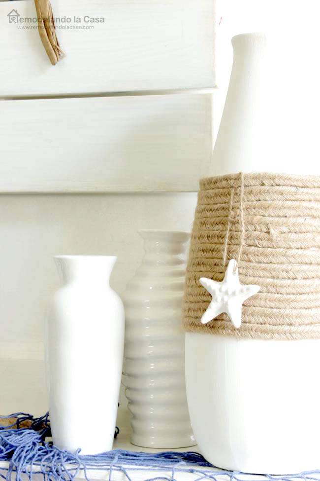 summer mantel white and blue