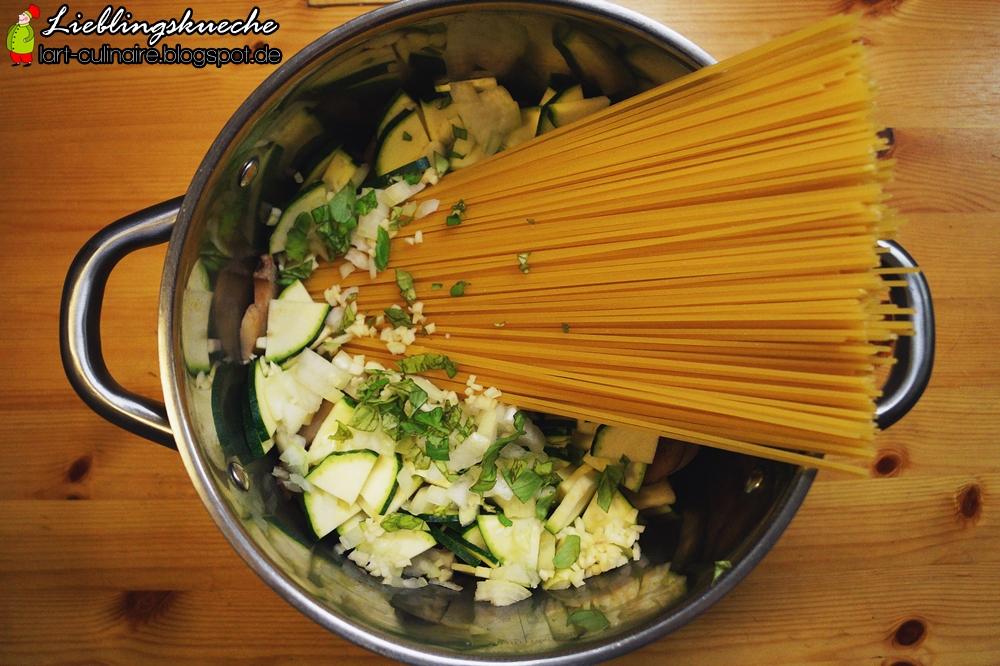 One-Pot-Pasta mit Zucchini
