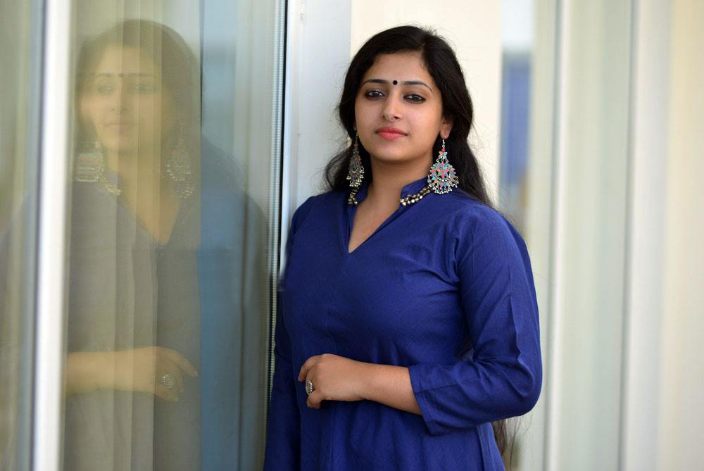 Anu Sithara- Ultimate Collection of HD Images ~ Facts N' Frames-Movies |  Music | Health | Tech | Travel | Books | Education | Wallpapers | Videos