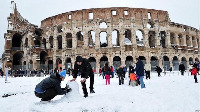 Roma tiembla ante la caída del coliseo