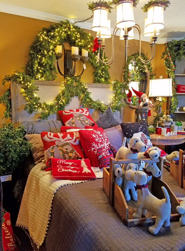 red and green classic decor with puppies toys