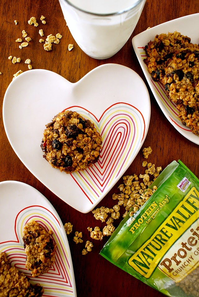 Granola Breakfast Cookies for busy weekday mornings!  #backtoschool #healthy #breakfast #ad #NatureValleyGranola