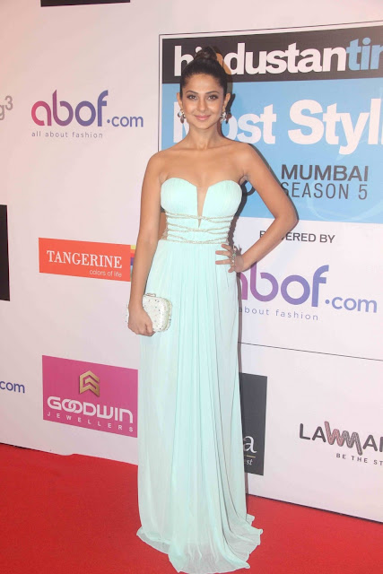 Jennifer Winget in Deep Neck Gown at HT Most Stylish Awards 2016
