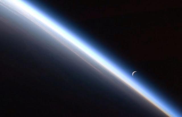 http://3.bp.blogspot.com/-ZQ6RsZ1UCPc/U8CpVLZTdxI/AAAAAAAADLw/XlXvxzrzipY/s1600/atmosfer+bumi.jpg