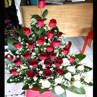 toko bunga cibubur menjual rangkaian bunga mawar