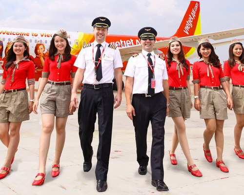 Tinuku.com Vietjet Air have dominated Vietnam aviation market by flight attendants bikini ads in 2011