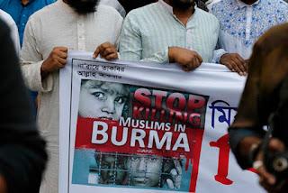 Aksi unjuk rasa memprotes penindasan warga Muslim Rohingya yang dilakukan oleh pemerintah Myanmar