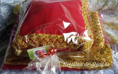 Almofada para decoração de festa princesa em rosa e dourado