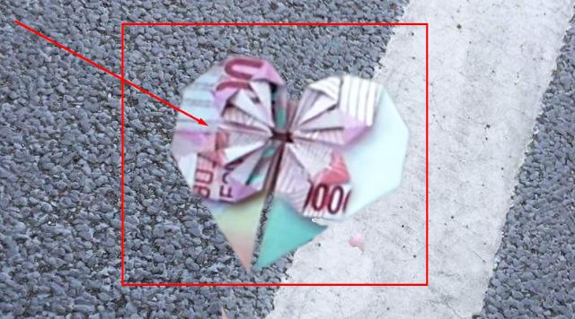 Jika Anda Menemukan Uang Yang Dilipat Berbentuk Hati Seperti ini !! Jangan Dipungut !! KENAPA ??