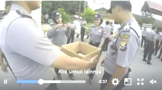 Video : Anggota Polres Kepulauan Selayar, Donasi Untuk Rohingya