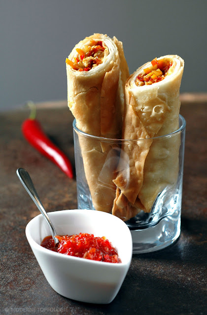 Streetfood: Indonesian Drumsticks mit Paprika-Mango-Sambal.