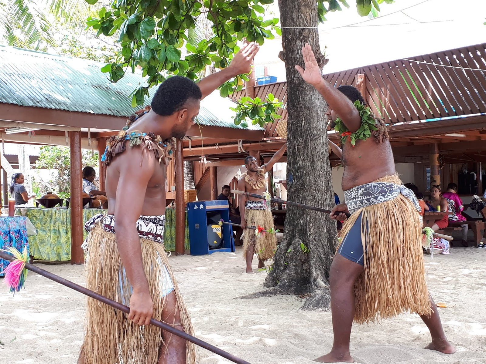 See the World with Maria : 18 days in Fiji (#10) Cruising with