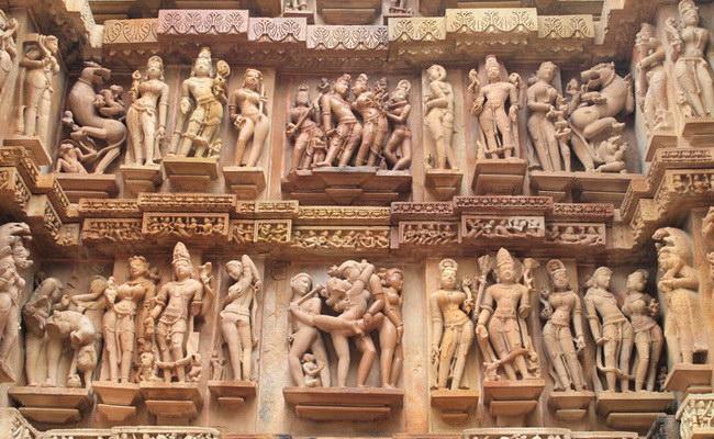 www.xvlor.com Khajuraho is group of Hindu and Jain temples built by Chandela dynasty