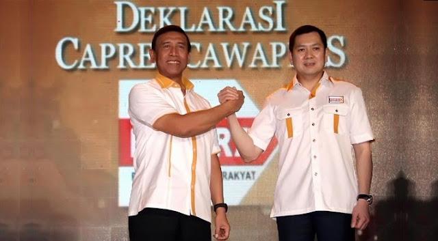 HARY Tanoesoedibjo dan Wiranto dalam deklarasi calon Presiden dan Wakil Presiden dari Partai Hanura di Jakarta, 2 Juli 2013