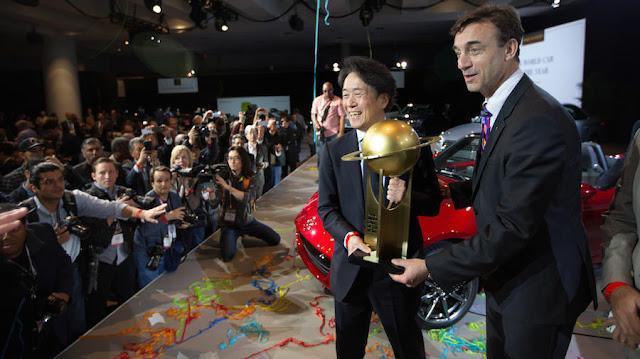 初の快挙!「マツダ・ロードスター」がワールドカーオブザイヤー&デザイン部門をダブル受賞!
