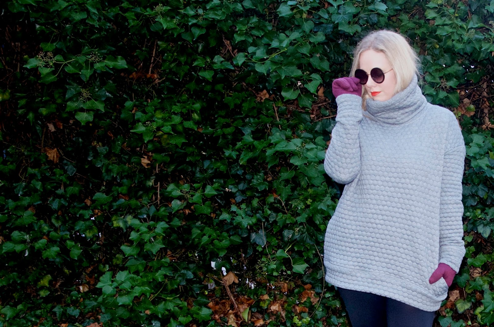 quilted jumper, round sunglasses, leggings, red lips and cranberry gloves