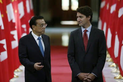 Chinese Premier Li Keqiang (L) and Canadian Prime Minister Justin Trudeau