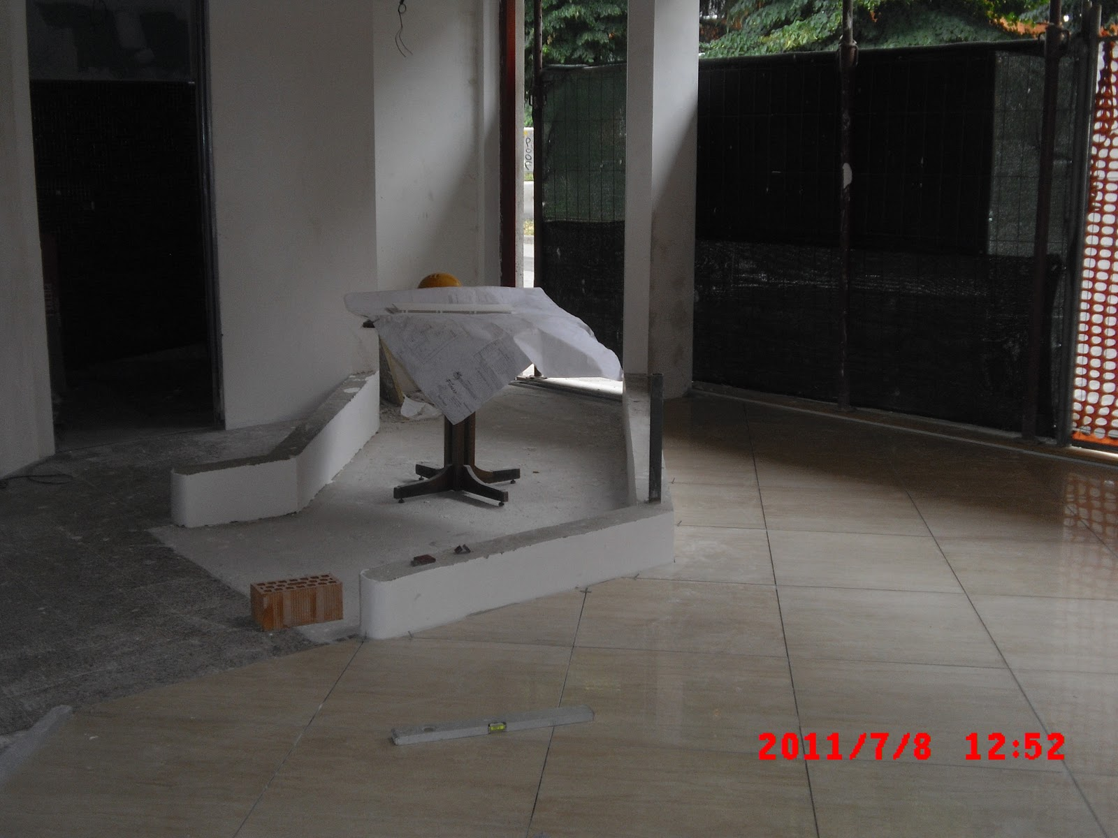 Nuovi pavimenti e rivestimenti in gres porcellanato in ristorante  TL COSTRUZIONI SRL