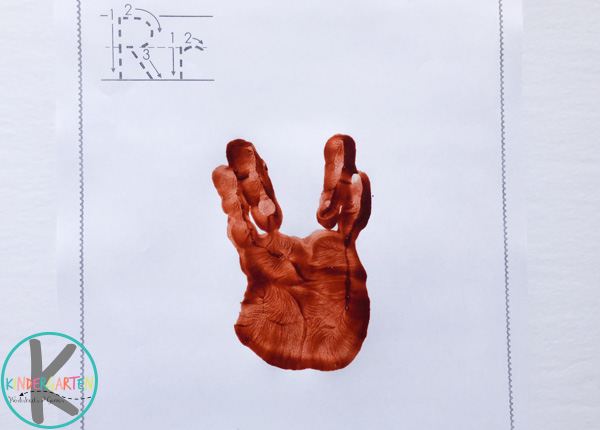 brown handprint without pressing thumb